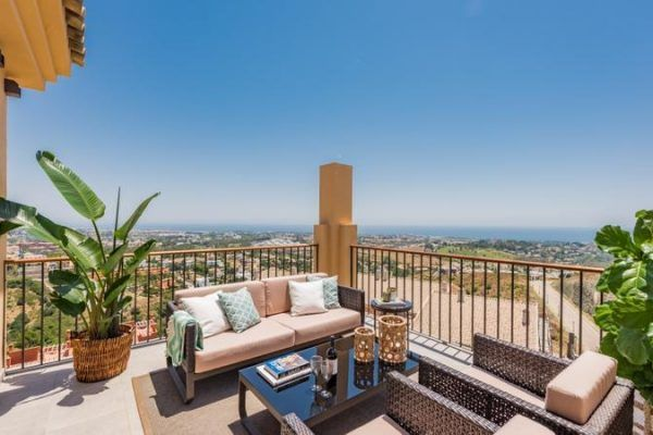 22 Twenty Two by Quartiers