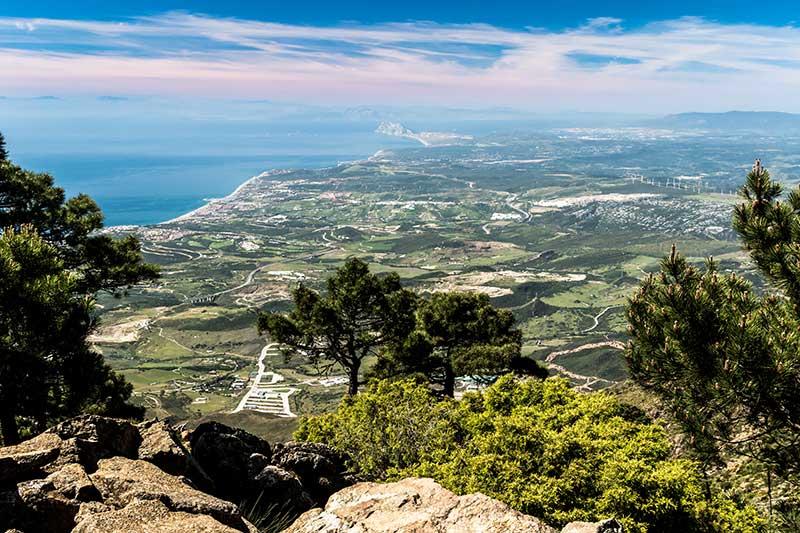 sierra bermeja con vistas a la nueva milla de oro y el estrecho de Gibraltar