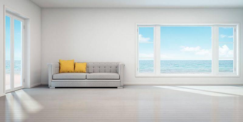 decorar una casa de playa con tonos blancos y contrastes