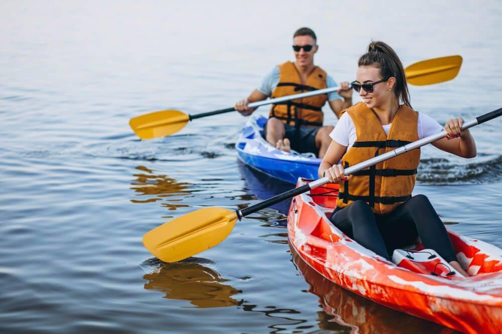 Kayak como uno de los deportes acuáticos en Málaga