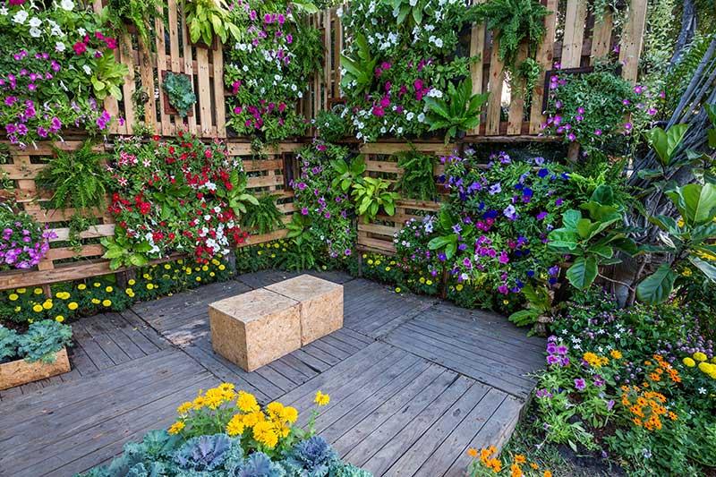 jardines verticales para decorar tu terraza
