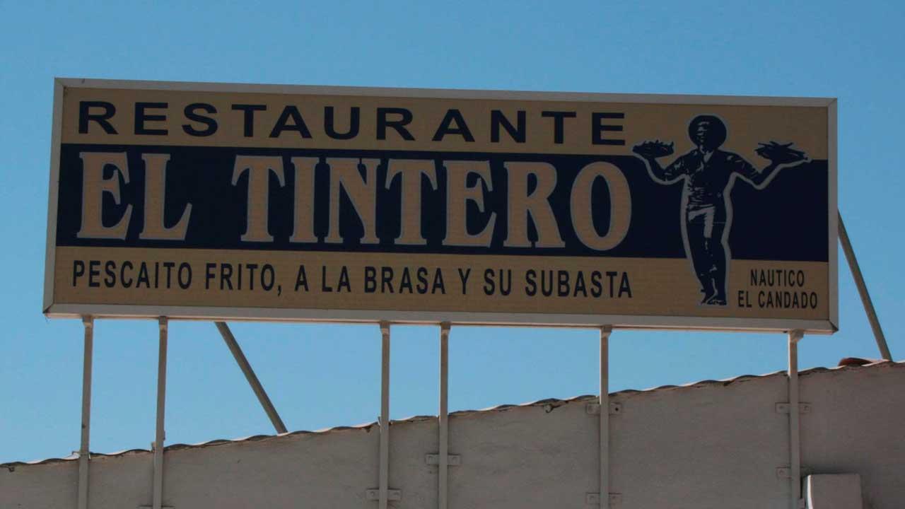 Foto del cartel del Tintero, uno de los mejores chiringuitos de Málaga